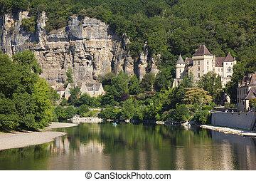 River Dordogne in La Roque-Gageac, Aquitaine, France