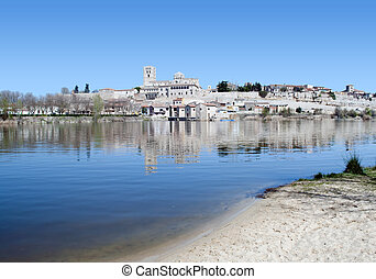 River Duero with the city of Zamora the bottom, you see the...
