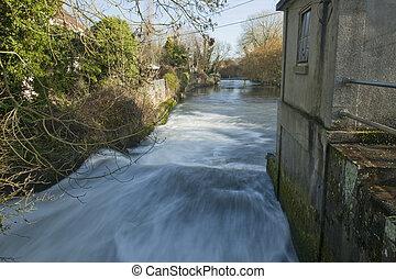 River Kennet at Padworth Mill, near Reading, Berkshire, Uk