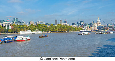 River Thames in London - Panoramic view of River Thames ...