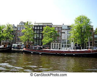 River walkin on Amsterdam