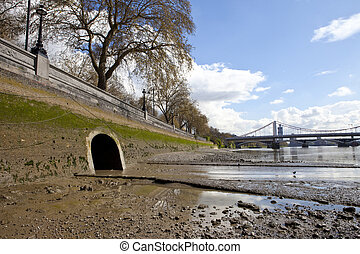 River Westbourne Outlet into the Thames - The outlet of the ...