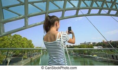 riverbridge., prendre, dame, jeune, photos