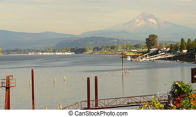 Riverfront Columbia River Mt Hood Portland Oregon USA -...