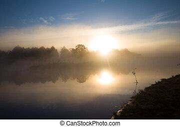 rivière, brouillard, soleil