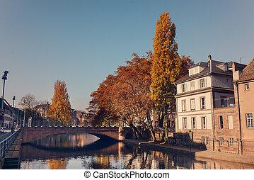 rivière, centre, pittoresque, france, maisons, historique, rur, long, strasburg