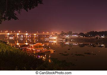rivière, nuit