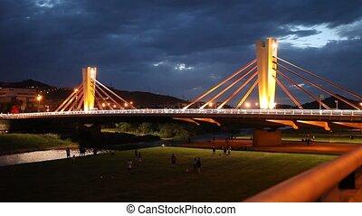 rivière, pont, nuit, éclairé, boîte, peixauet, besos, travers, barcelone, espagne, vue