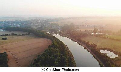 rivière, vol, au-dessus, matin