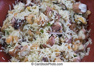 riz basmati, mer, salade