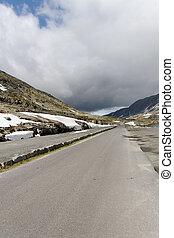 Road in norwagian mountain.