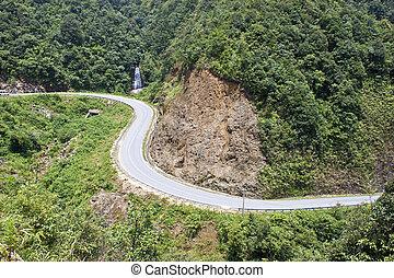 Road near Tram Ton pass in Sapa, Vietnam