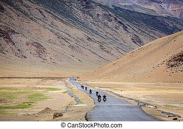 Road through Changthang plateau