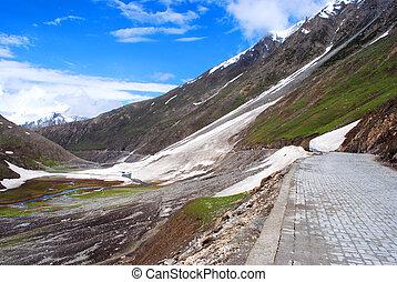 Road to Ladakh mountains