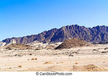 Road to Luxor from Safaga. - Eastern desert, Egypt - January...