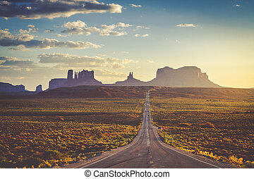 Road to Monument Valley Navajo Tribal Park