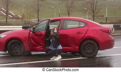 road., zniszczył, po, mokry, dziewczyna, jej, portret, wóz kraksa, surowy