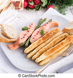 Roasted asparagus with salmon fillet