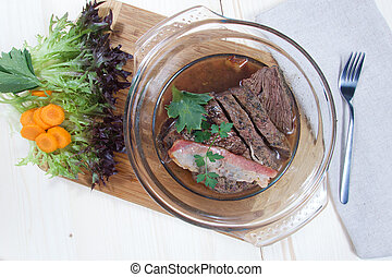 Roasted slices of beef meal with vegetable salad