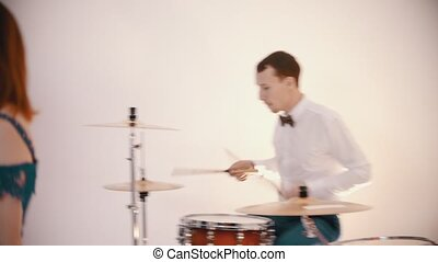 robe blanche, chant, gingembre, jouer, chanson, -, hommes,...