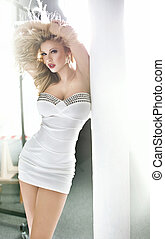 robe blanche, mignon, femme, porter