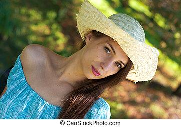 robe bleue, girl, chapeau