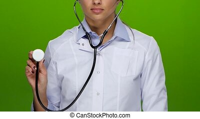 robe, coup, taille, moitié, vu, girl, docteur, habillé, doigts, propre, chemise blanche, manucure, écran, écoute, devant, concentré, monde médical, figure, vert, sérieux, stéthoscope