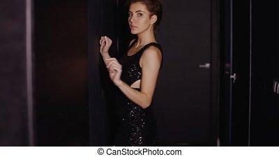 robe noire, sensuelles, poser, femme, jeune