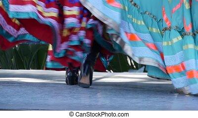 robes, rue, tapatio, multi, costumes, ethnique, femme, jarabe, coloré, femmes, traditionnel, folklorique, national, filles, latino, coloré, mexicain, performance, danse, skirts., hispanique, ballet, chapeau, dance.