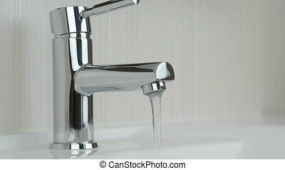 robinet, chrome-plaqué, eau, mains, fermer, mâle