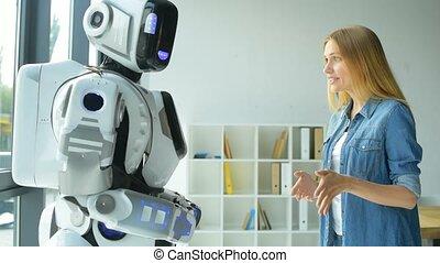 robot, gai, conversation, quoique, girl, faire gestes
