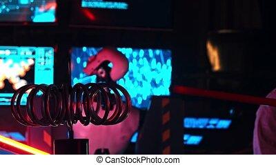 robot, premier plan, éclairs, étranger, travail, commandes, contrôle, exposition, top secret, technologie, murs, peu, générer, recherche, électrique, projection, courant, ceux-ci, machine, -, laboratoire
