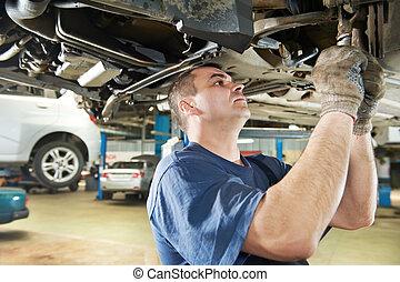 robotnik automobilu, na, wóz, zawieszenie, naprawa, praca