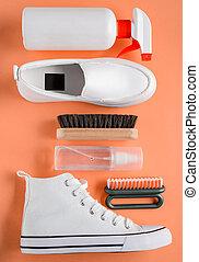 rocíos, shoes, blanco, fondo anaranjado, cepillos