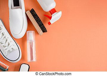 rocíos, shoes, limpiador, blanco, fondo anaranjado, cepillos