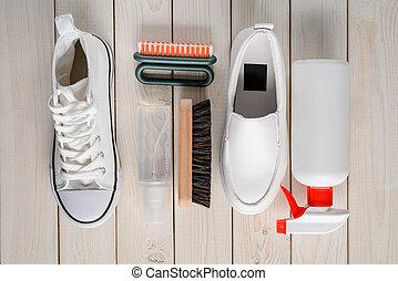 rocíos, shoes, limpiador, fondo blanco, de madera, cepillos