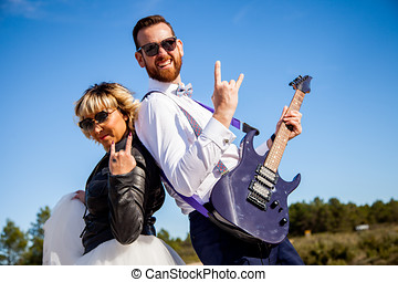 roca, novia, con, chaqueta de cuero negra, botas, y, gafas...