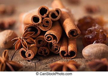 rocher, cannelle, anis, muscade, sucre, épices