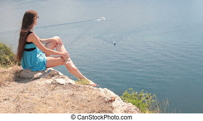 rocher, femme regarde, mer