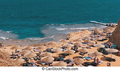 rocheux, egypte, baie, sunbeds, parapluies, plage, rouges, sea.