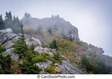 rochoso, ápice, em, nevoeiro, em, avô, montanha, norte,...