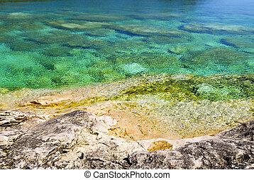 Rocks at shore of Georgian Bay - Rock and clear water at ...