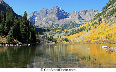 Rocky Mountain High - Beautiful Maroon Bells near Aspen, ...