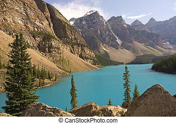 Rocky mountains - Beautiful Moraine lake in Banff