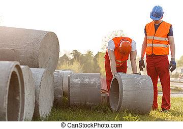rodante, concreto, trabajador construcción, tubo