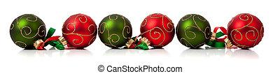 rode en brink, kerstballen, met, lint, op wit