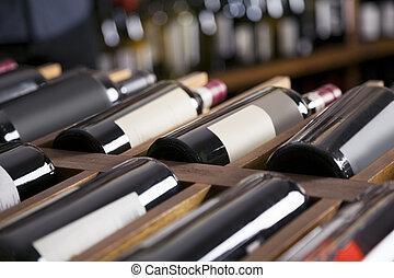 rode wijn, flessen, getoonde, op, planken
