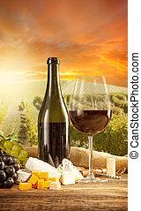 rode wijn, stilleven, met, wijngaard, op, backgorund