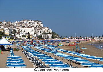 Rodi Garganico (Gargano, Puglia, Italy)and the beach at ...