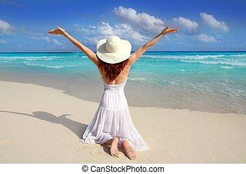 rodillas, mujer, caribe, brazos abiertos, playa, trasero